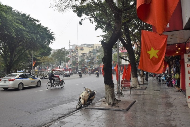 People Watching in Vietnam Backpacker's Guide to Vietnam