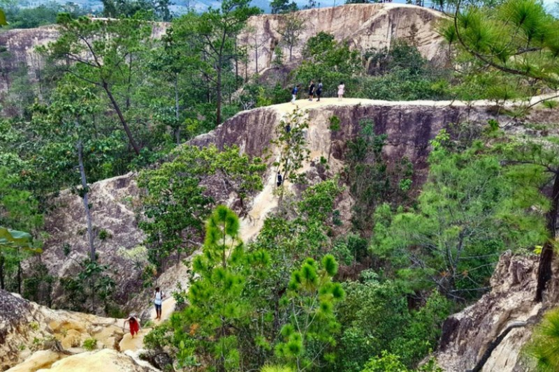 Travel to Pai in February - Winding cliffs in and amongst the trees