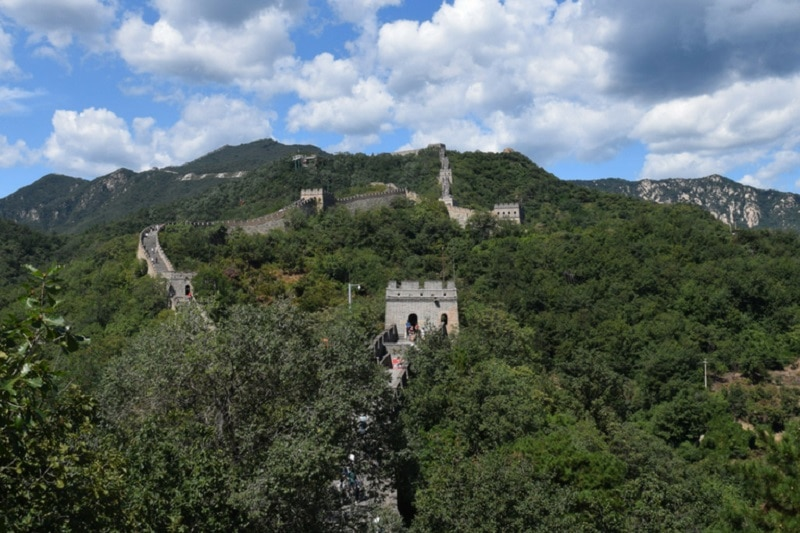 The great wall of china dissapearing into the hills