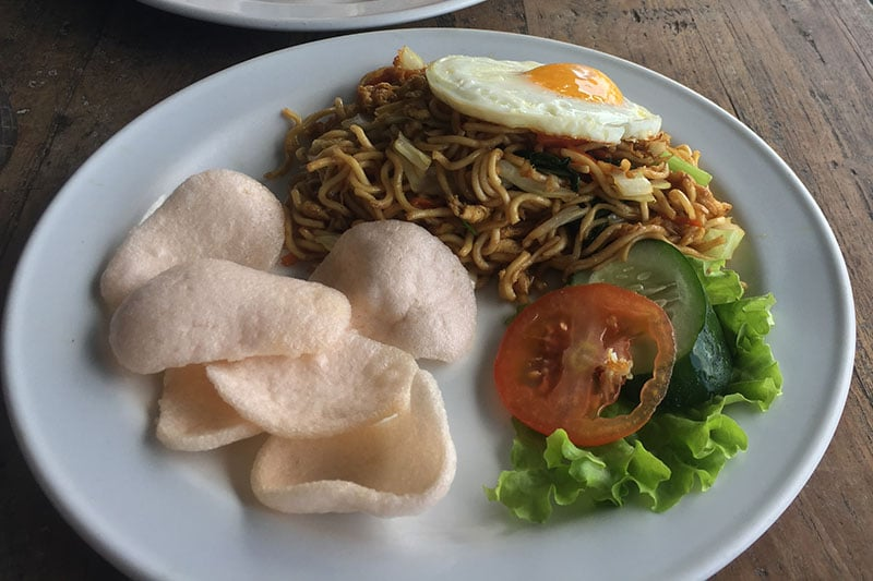 Fried noodles and prawn crackers pictured whilst backpacking in bali