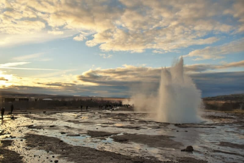 Large splash of water shooting up in the air from a geyser in Iceland