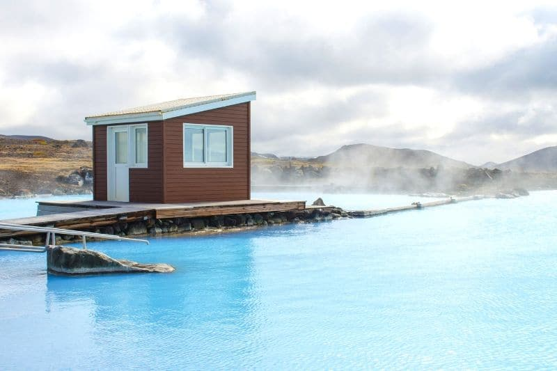 A small wooden hut in the Myvatn baths in iceland